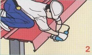 – ยึดสกรูแผ่นปิดครอบด้านมุม กับแป ทุกระยะ 50 ซม.
